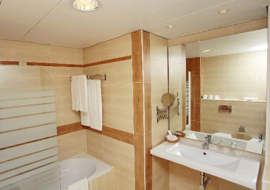 Hotel Baia Cristal: Suite Bathroom