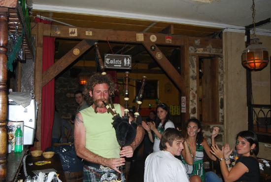 The Temple Bar : El Gaitero!!