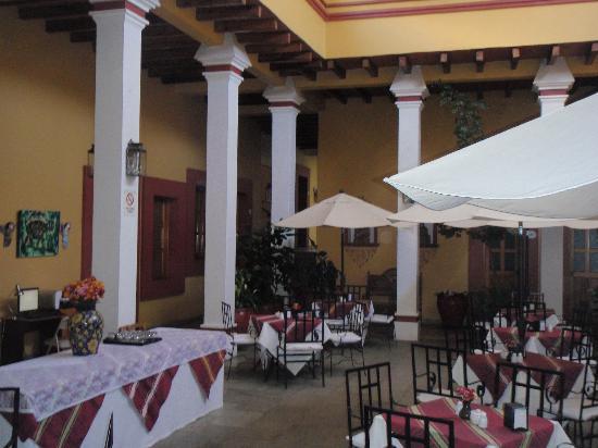 Hotel Aitana: Courtyard restaurant