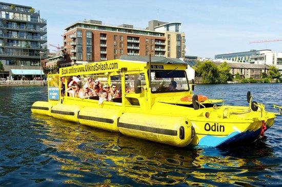 Viking Splash Tours : DUKW in the water
