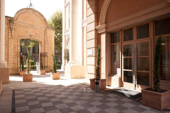 Restaurant picture of appart 39 hotel odalys l 39 atrium aix for Appart hotel aix en provence