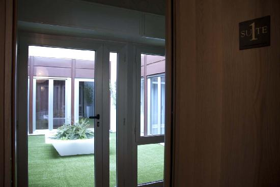 Qualys Hotel Nasco: Terrace