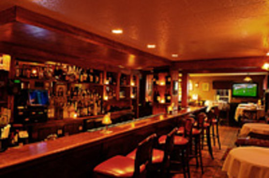 Nino's Restaurant: Bar