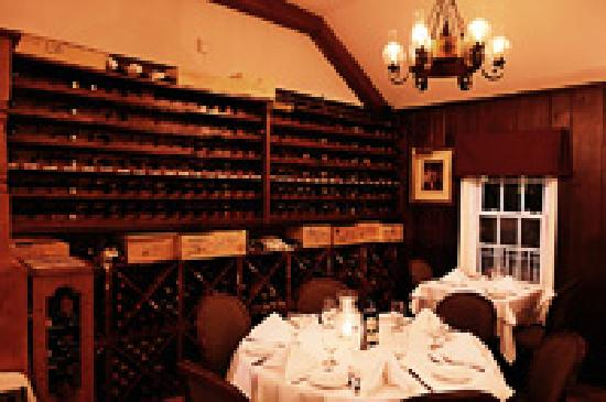 Nino's Restaurant: Dining room