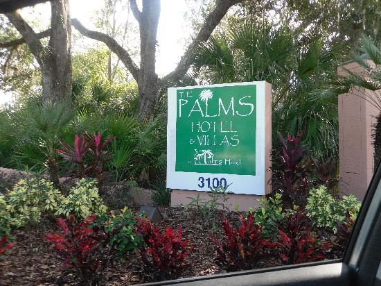 The Palms Hotel and Villas: welcome sign