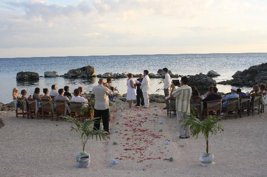 Coral Cove Resort: Beautiful view of the wedding