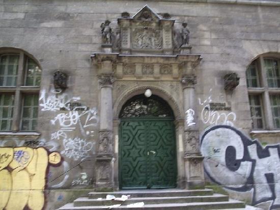 Stadtbad Oderberger Strasse - People's Bathhouse: Puerta principal
