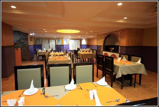 Anand Mahal Hotel & Vista Rooms: Jodhpuri Jeeman Restaurant