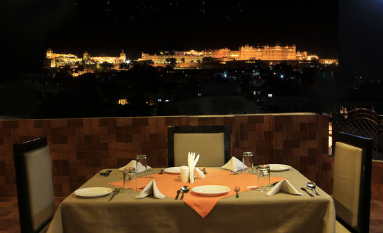 Anand Palace Hotel & Vista Rooms : ROOF TOP RESTAURANT