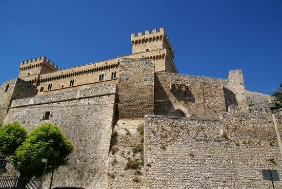 Celano, Italia: castello Piccolomini