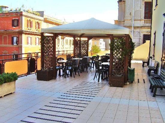 Casa di Accoglienza Paolo VI: The comfortable outdoor deck