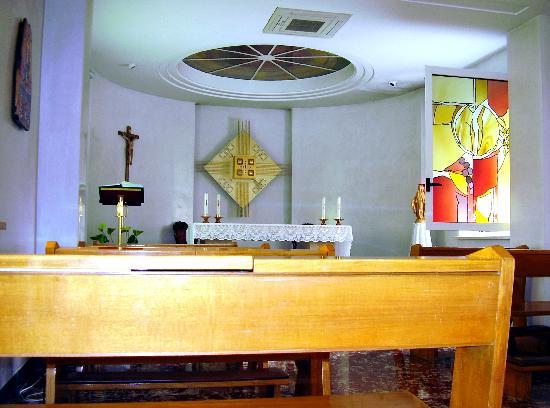 """Casa di Accoglienza """"Paolo VI"""": The small, quiet chapel."""