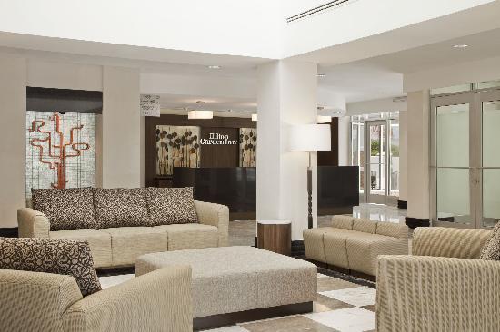 Hilton Garden Inn Tuxtla Gutierrez: Lobby y Recepción / Lobby and Reception