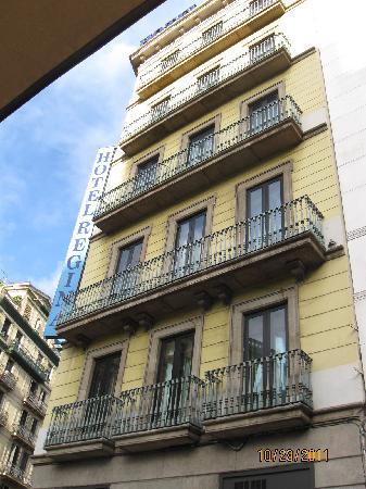 Balcony picture of hotel regina barcelona barcelona for Hotel regina barcelona booking