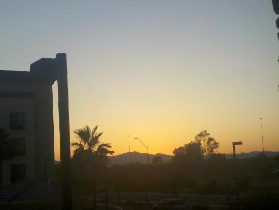 Homewood Suites Phoenix-Avondale: Sunset from 2nd floor suite, facing west