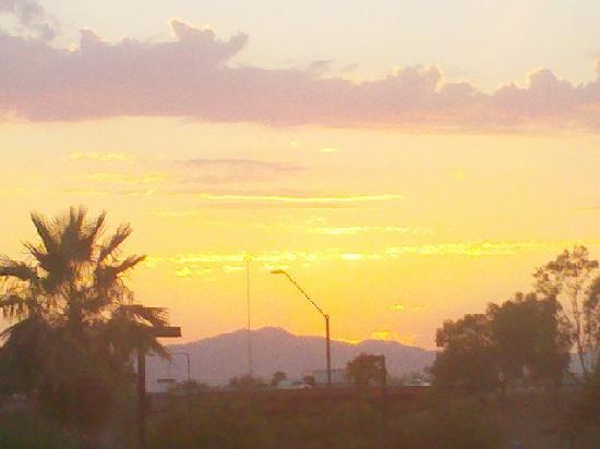Homewood Suites Phoenix-Avondale: Sunset View (zoom)  from 3rd floor corner suite facing west