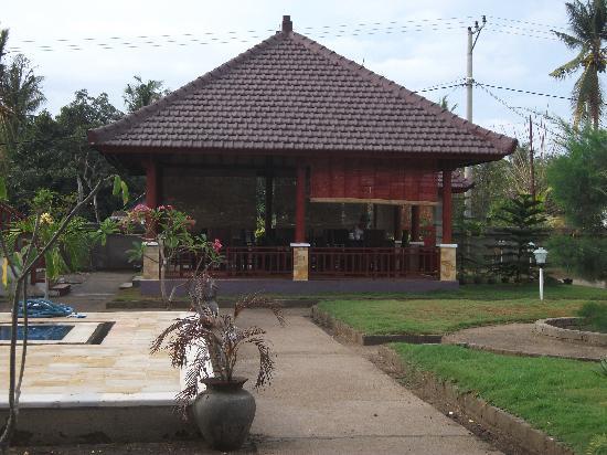 Tropical Hideaways Resort: breakfast area