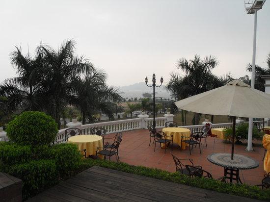 Royal Villas Halong: Hotellets café