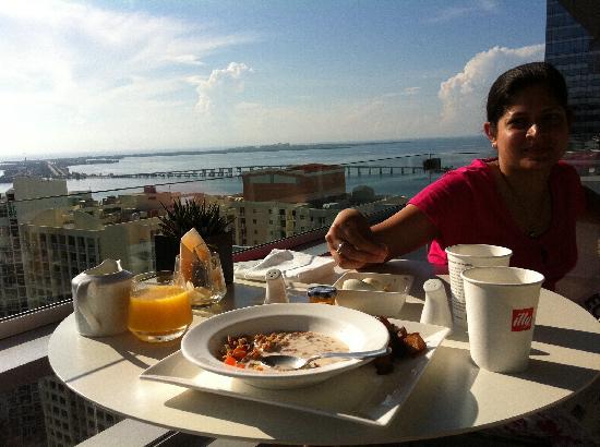 Conrad Miami: Breakfast