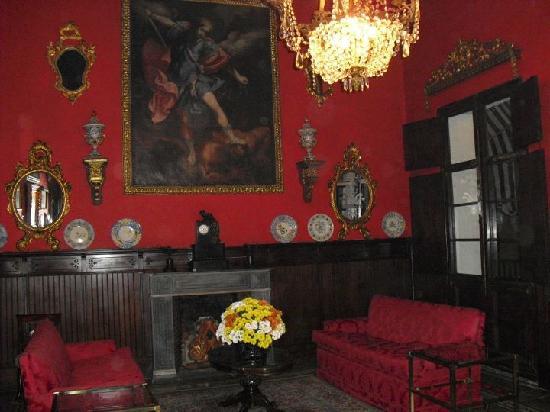 Bar Ábaco: Salon rojo de la planta alta
