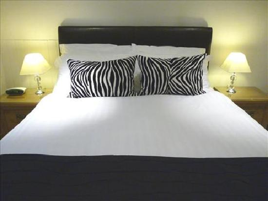 Elmswood House: King Size Bedroom