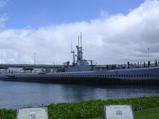 USS Arizonas minnesmonument i Pearl Harbor: Bowfin