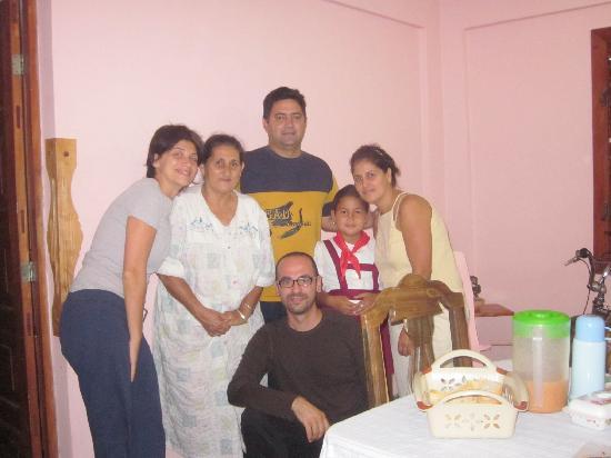 Casa Particular Ridel y Claribel: foto di gruppo con la familla prima di partire (purtroppo manca Clariss...)