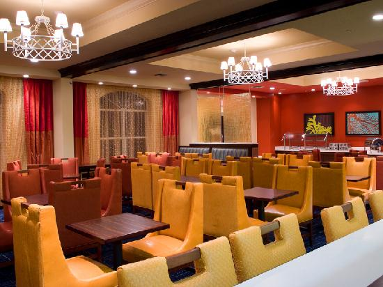 Fairfield Inn & Suites Orlando Lake Buena Vista: Free Hot Breakfast Featuring Healthy Options