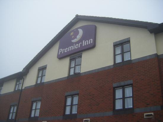 Premier Inn Newcastle Under Lyme Hotel: The Front