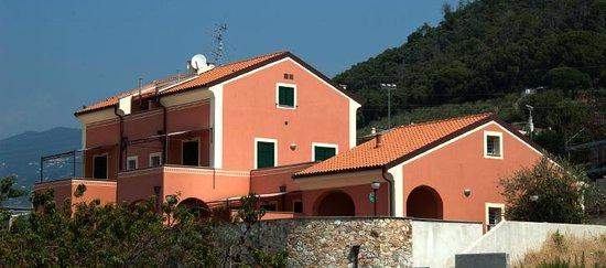 Residence Corte Del Sole: NUOVO A PIETRA LIGURE