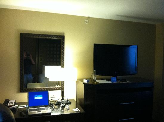 Holiday Inn Hotel & Suites Tulsa South: work area and flat screen tv