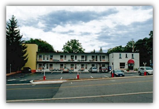 Photo of Travellers Hotel Parry Sound
