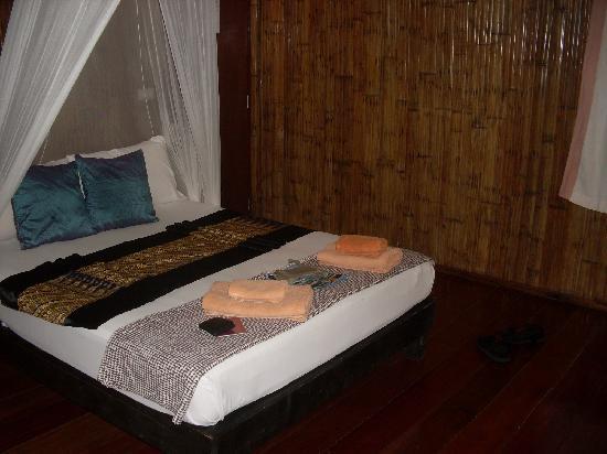 Railay Garden View Resort: Bett (ja ich weiß, schwer zu erkennen... ;) )