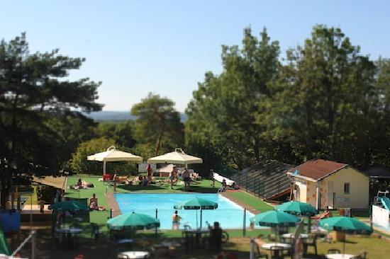 Camping les Hirondelles : la piscine des Hirondelles