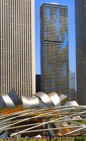 Radisson Blu Aqua Hotel: View of Aqua building from Millennium Park