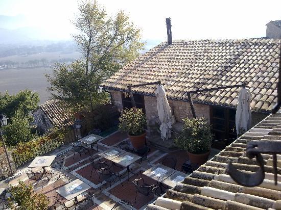 La Bastiglia: Vista del giardino e dei tetti dell'hotel