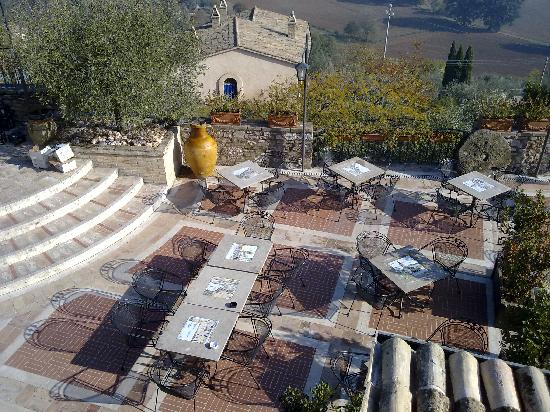 La Bastiglia: Giardino e veranda