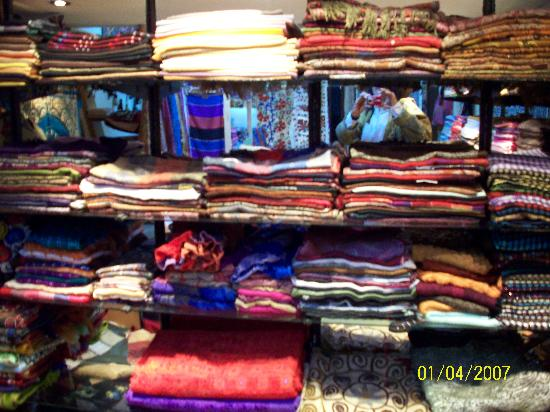 Moon Light Hediyelik Gümüş: The Wall of Pashina Scarves