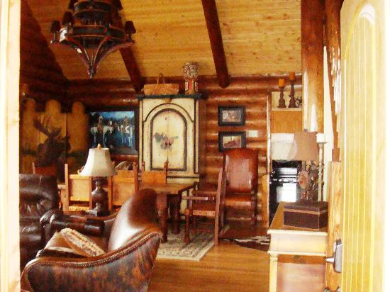 Hatfield Lakes Iowa: Great Room and Dining Room