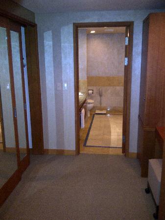 Oakwood Premier Coex Center: Passage to bathroom