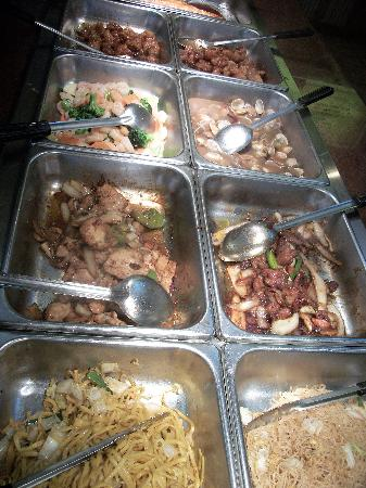 Century Buffet: Noodle dishes, stir fries, mussels, clams, sesame chicken