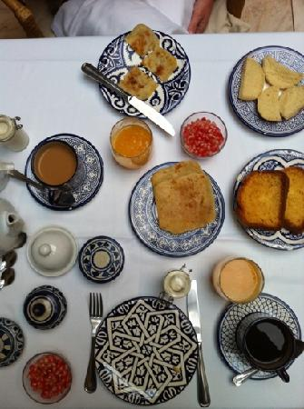 Riad Dixneuf La Ksour: Breakfast each morning.
