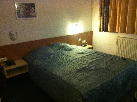 Hobbit Hotel: Squeaky Bed