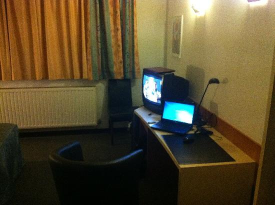 Hobbit Hotel: Desk