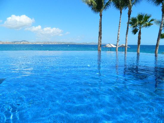 One & Only Palmilla: infinity pool