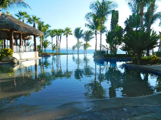 One & Only Palmilla: another shot of the infinity pool