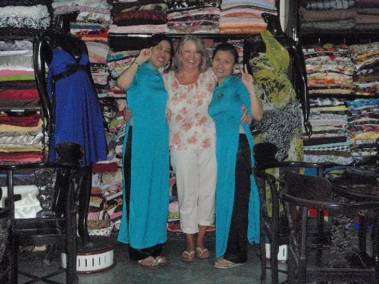 Thu Thuy Silk: The two lovely girls who made my clothes