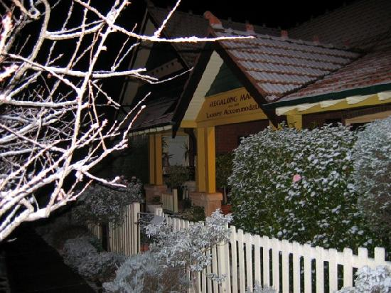 Megalong Manor : Winter Snow