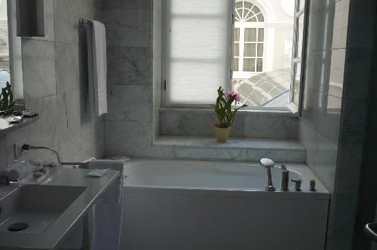 Casa Gangotena : Baño de la Habitacion