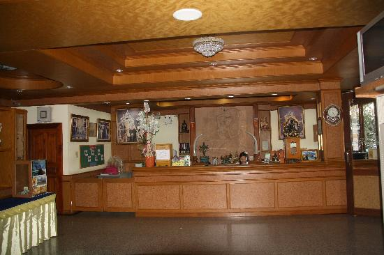Siam River Resort: Front Desk